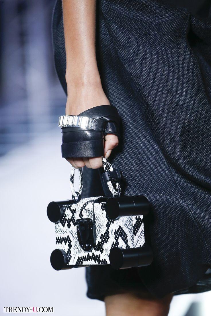 Модная сумка-коробочка от Louis Vuitton для весны и лета 2016