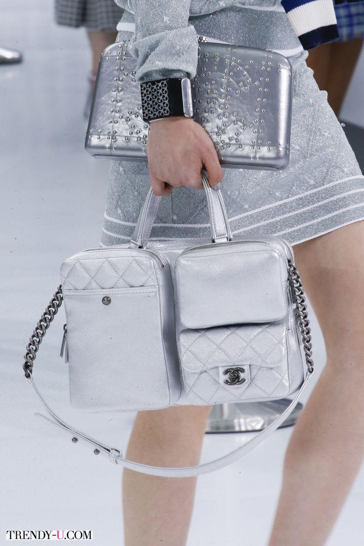 Модные сумки, две сразу от Chanel SS 2016