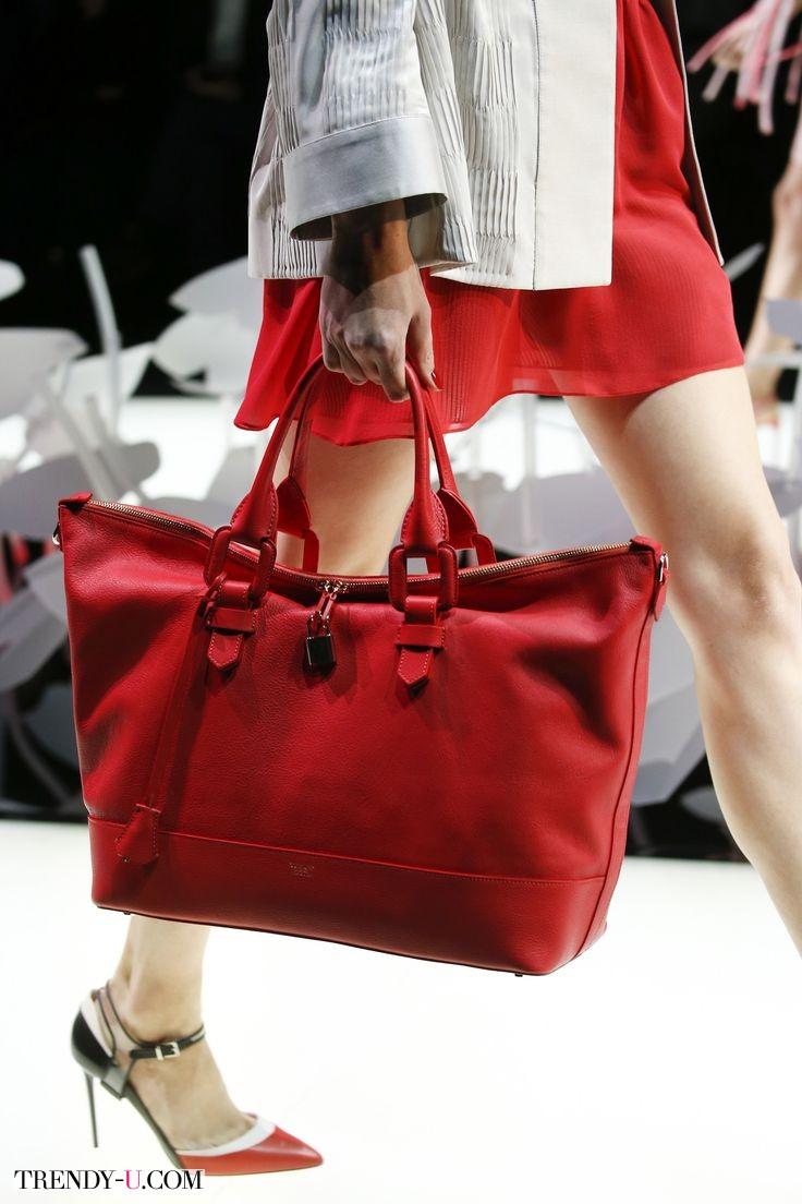 Модная сумка Tote в красном цвете от Armani для весны и лета 2016