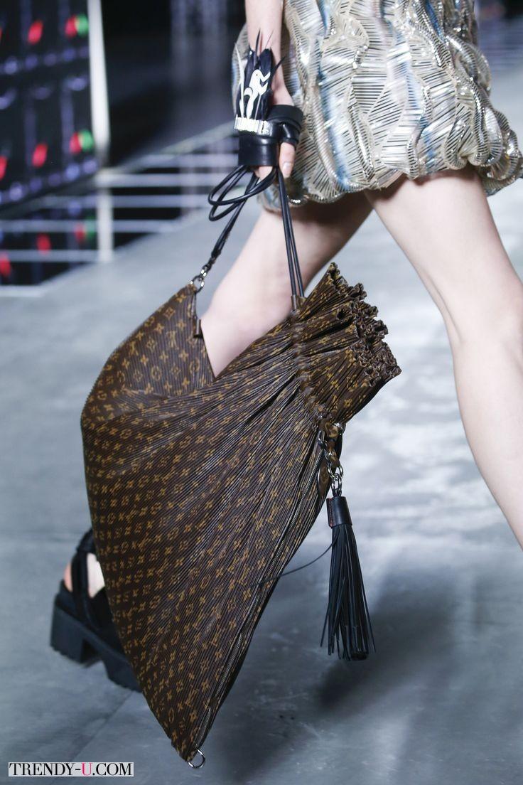 Модный рюкзак с фирменным принтом от Louis Vuitton 2016