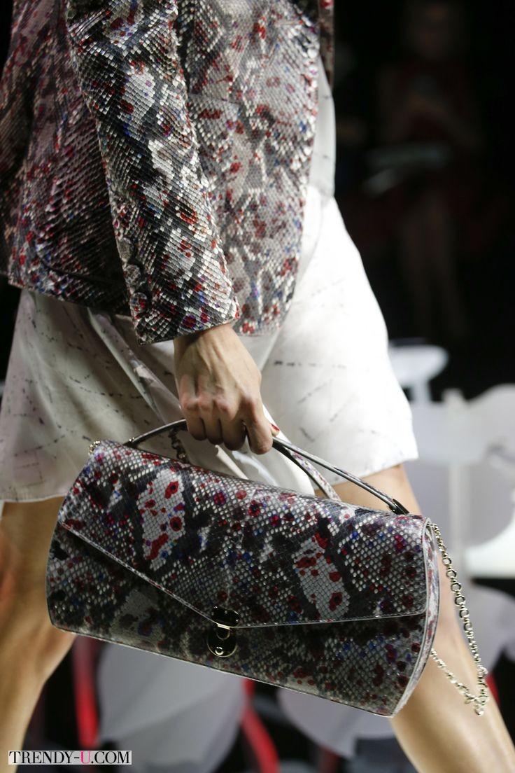 Элегантная сумка со змеиным принтом, Armani, Весна-лето 2016