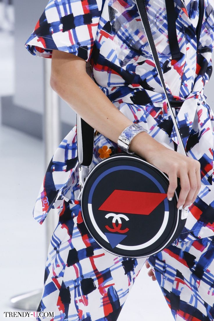 Модная маленькая сумочка Chanel, сезон весна-лето 2016