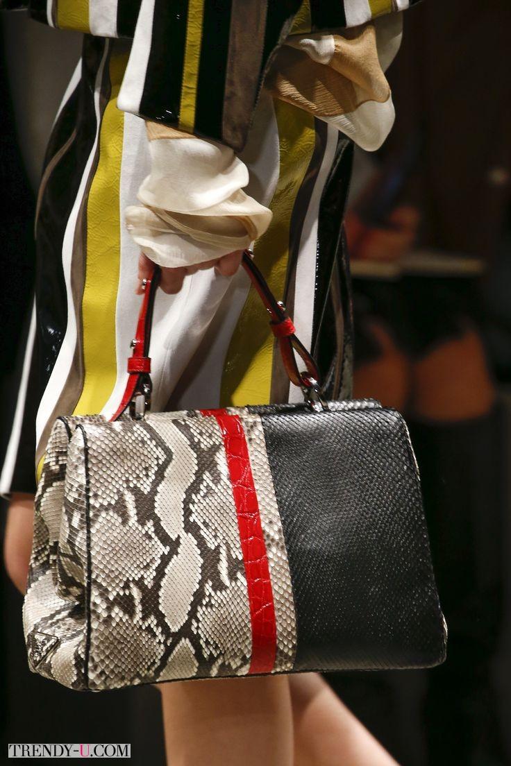Элегантная сумка для работы от Prada весна-лето 2016