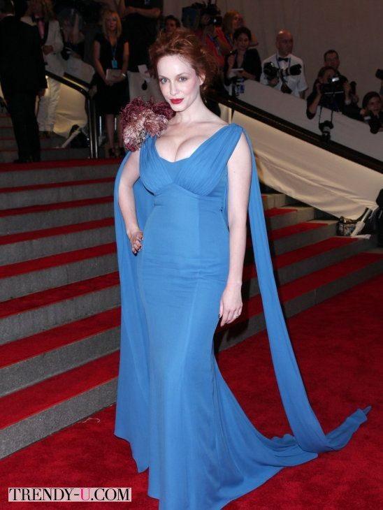Кристина Хендрикс в голубом вечернем платье с декольте