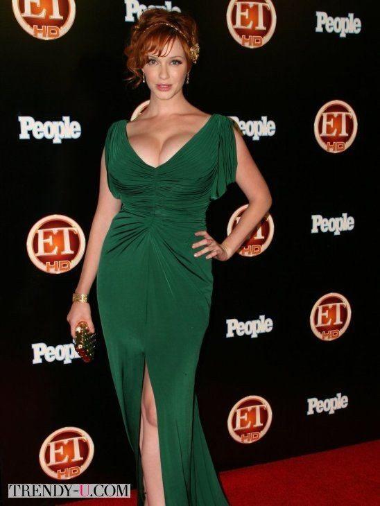Кристина Хендрикс в зеленом вечернем платье с глубоким декольте