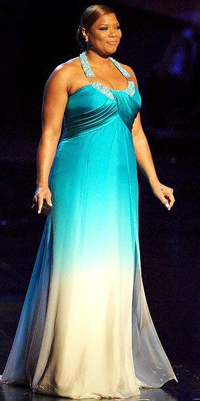 Куин Латифа в голубом вечернем платье с драпировкой на груди