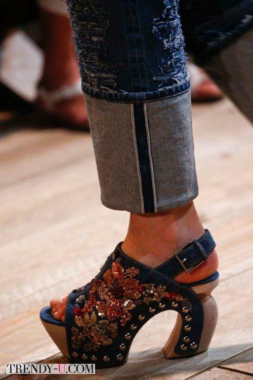 Джинсовые босоножки на платформе с вышивкой, весна-лето 2016, Alexander McQueen