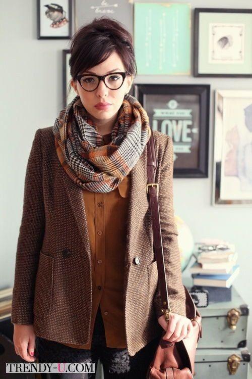 Модный лук для работы в офисе - жакет и шарф из твида в английском стиле