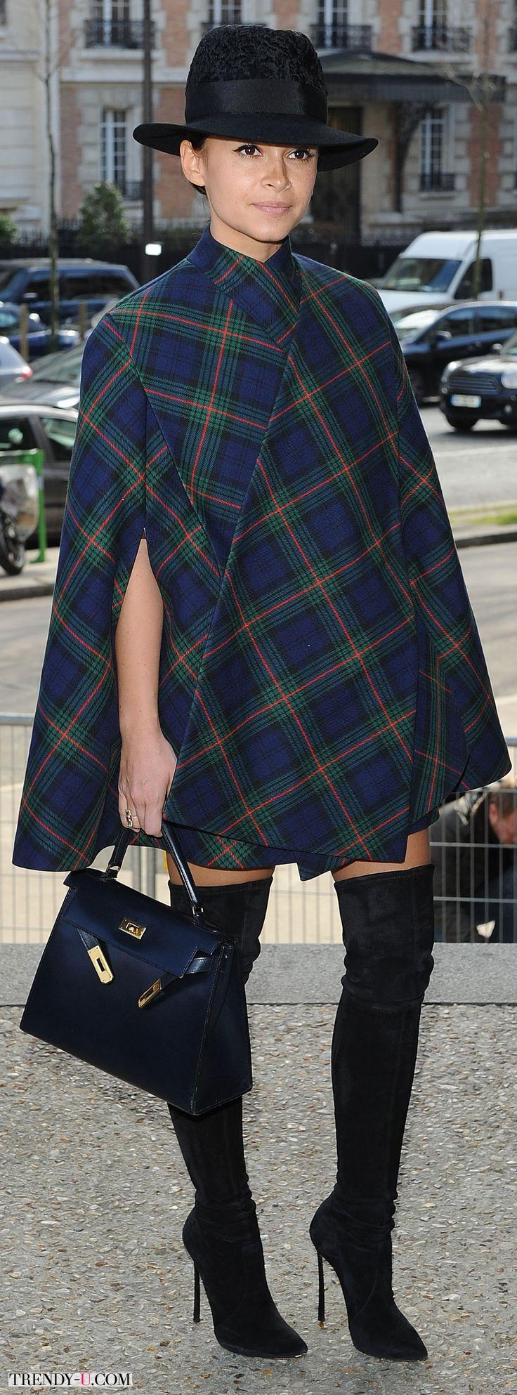 Мирослава Дума и ее пальто-кейп в шотландскую клетку