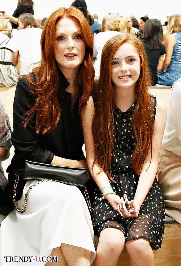 Джулианна Мур и ее маленькая копия Лив
