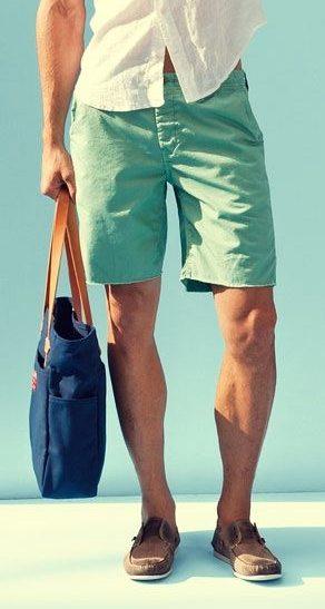 Мужские шорты в сочетании с летними туфлями