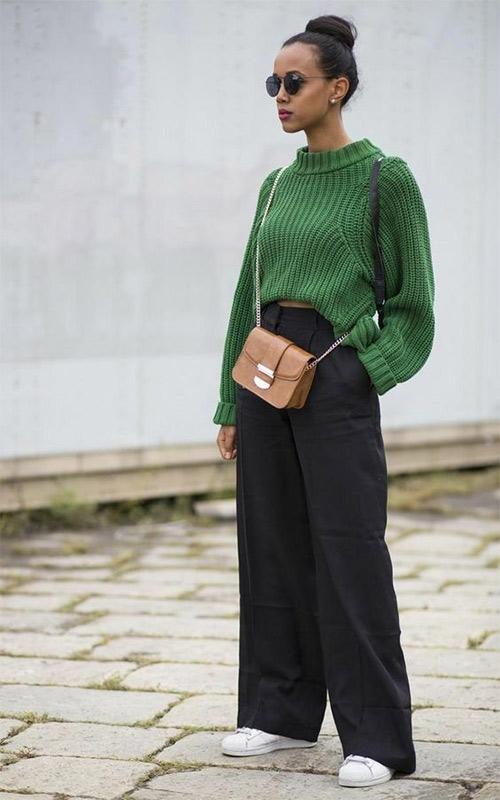 В сочетании с зеленым свитером