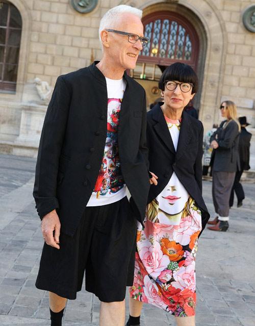 Пожилая пара - гости Парижской недели моды, сентябрь, 2018