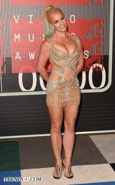 Бритни Спирс в платье танцовщицы кабаре