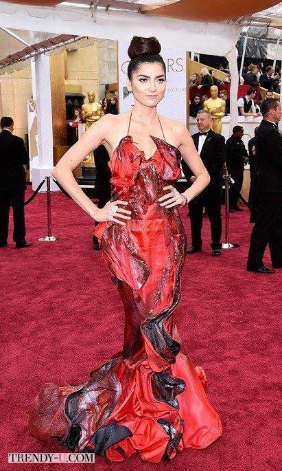 Ну очень креативное платье. Даже слишком