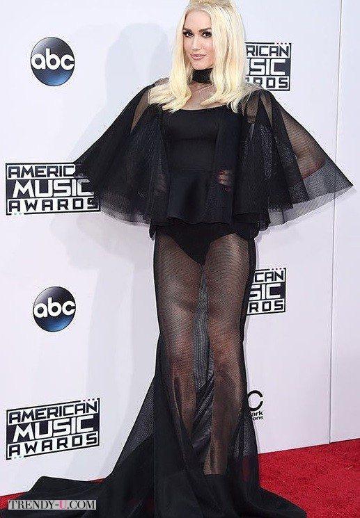Гвен Стефани. Ну очень черное и очень прозрачное платье