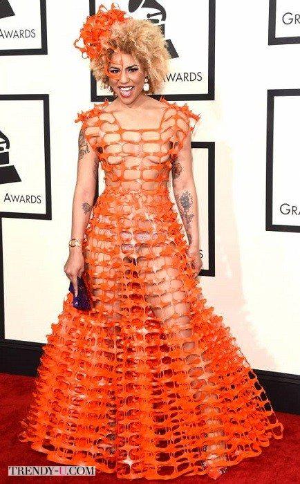 Вечернее платье из оранжевой клеенки