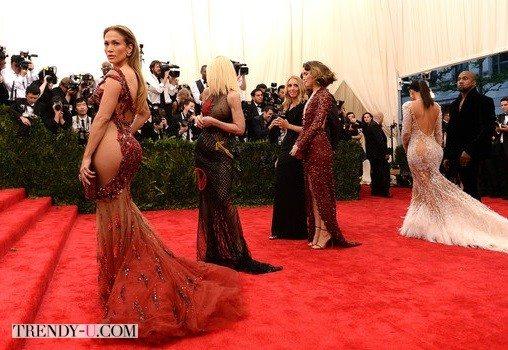 Ким Кардашьян и Дженнифер Лопез. Жве большие... разницы.