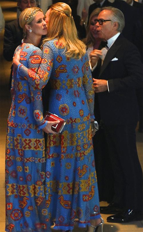 Жена Томми Хилфигера и Ники Хилтон встретились в одинаковых платьях