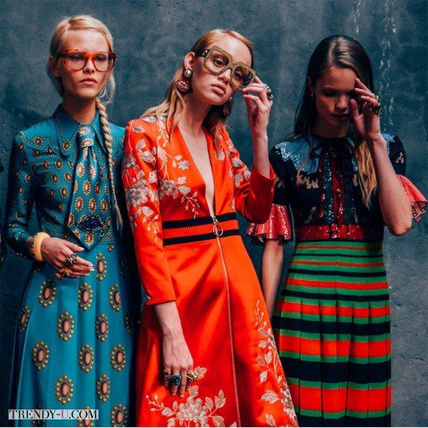 Платья с принтом в стиле 70-х от Gucci