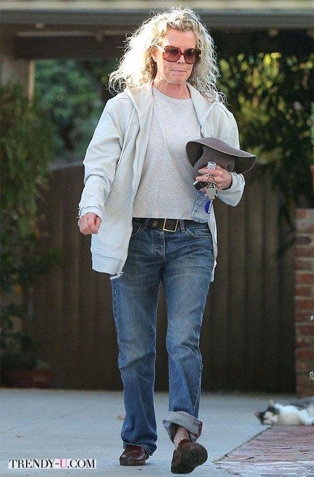 Как носить джинсы женщине? Как Ким Бейсингер!