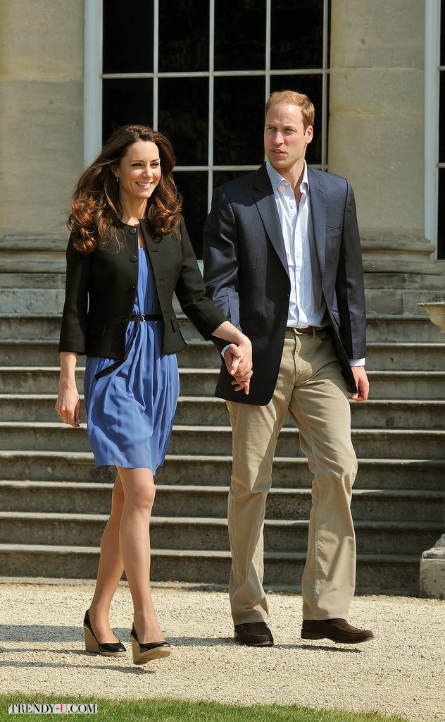 Герцогиня Кембриджская, она же Кейт Миддлтон, в синем платье Zara