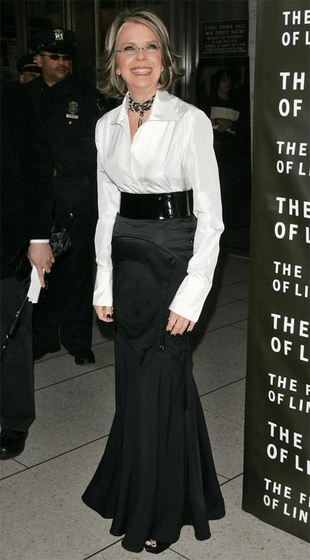 Белая рубака и черная юбка на Дайане Китон