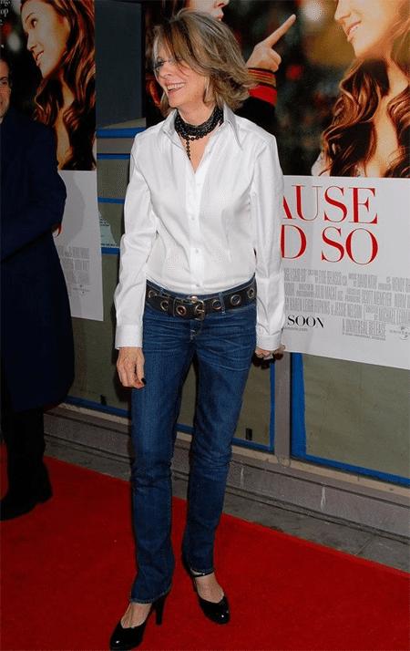 Белая рубашка и джинсы на Дайане Китон