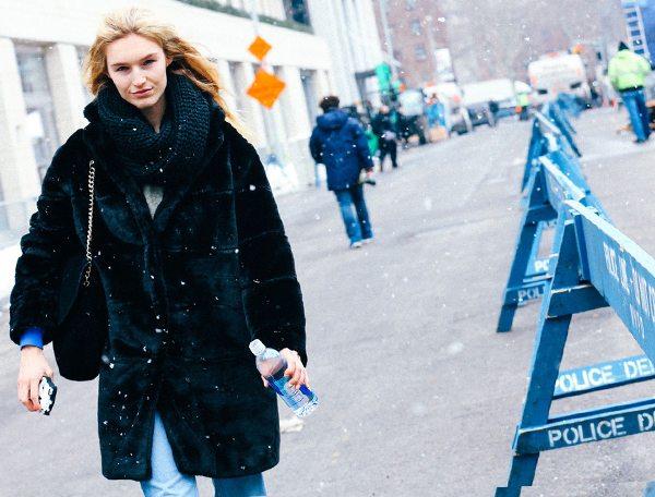 Искусственные шубы в моде зимой 2016