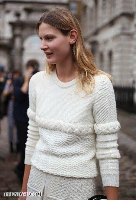 Белый свитер с узором