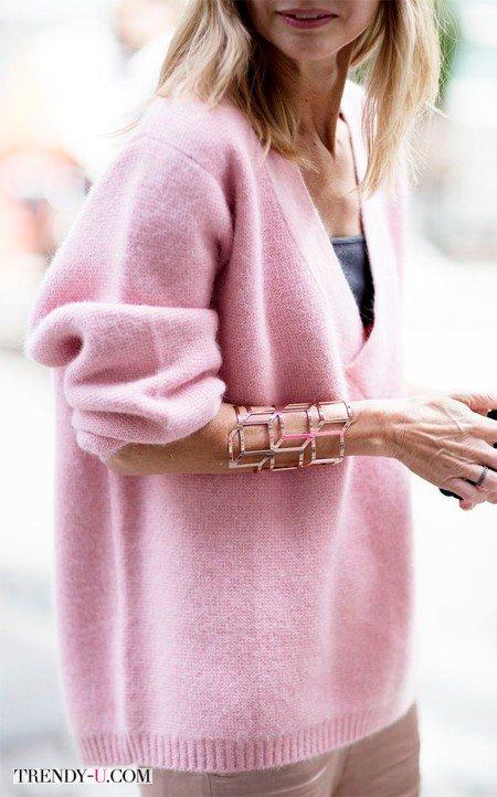Розовый свитер - это, во-первых, красиво