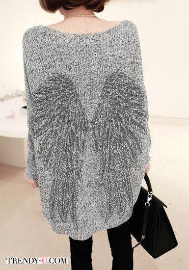 Серый пуловер с крыльями