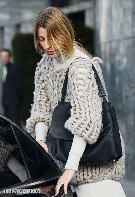 Ну очень объемный свитер связанный на очень толстых спицах