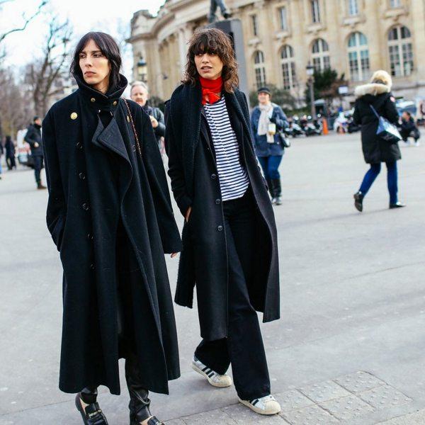 Модели Jamie Bochert и Mica Arganaras в свободное время от показов Couture весна 2016