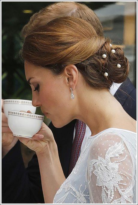 Герцогиня Кембриджская на торжественном мероприятии. Вечерняя прическа