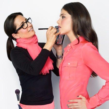 Бобби Браун научит вас делать идеальный макияж