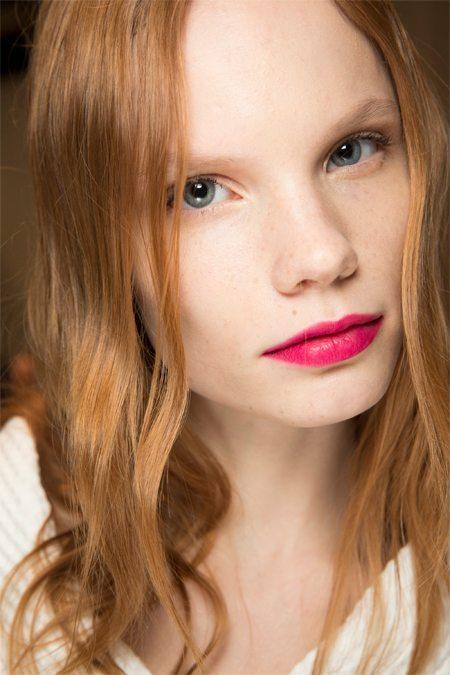 Прическа и макияж модели на показах коллекции Gucci осень-зима 2016