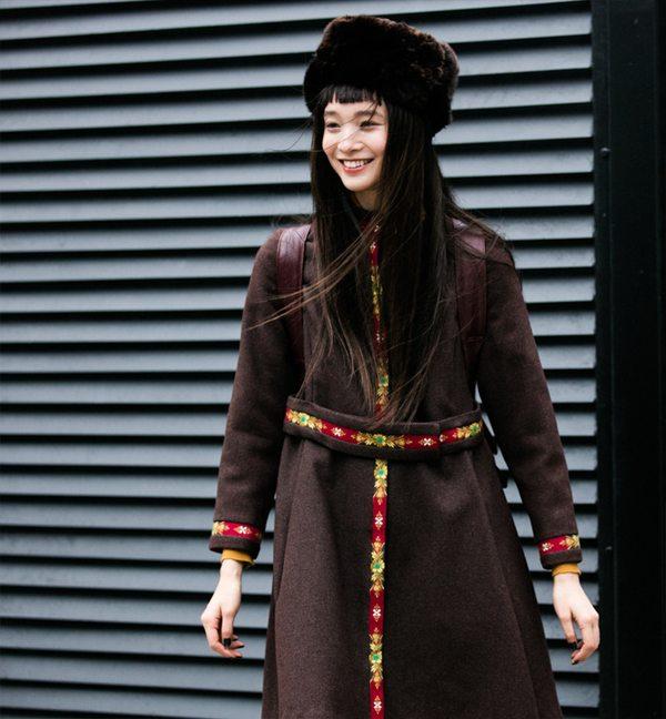Стильное пальто на уличной моднице