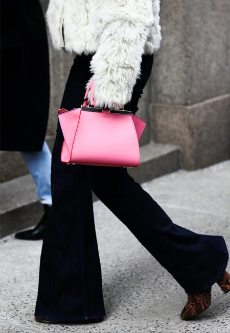 Street style look 2016. Сумка модного цвета розовый кварц