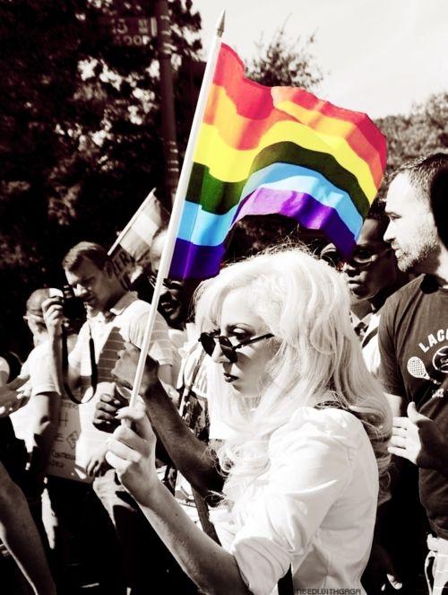 Леди Гага на одном из маршей в поддержку ЛГБТ
