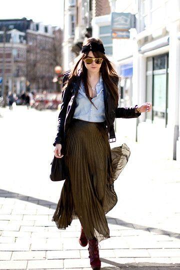 Шифоновая плиссированная юбка и кожаная куртка