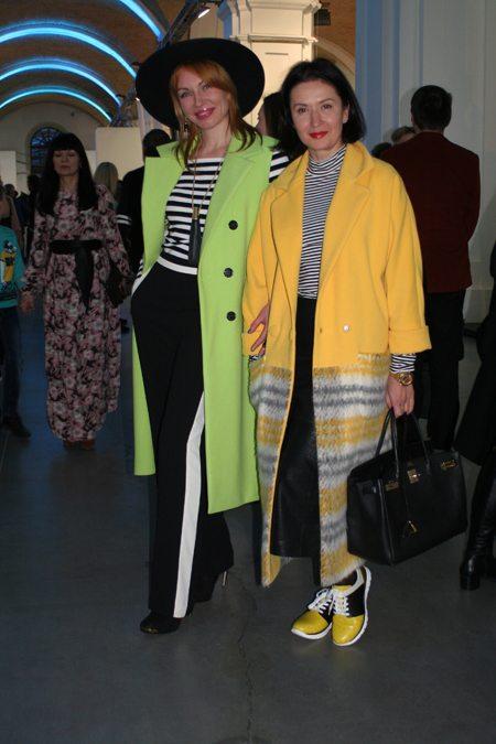 Модницы в стильных пальто и модных тельняшках на Украинской неделе моды