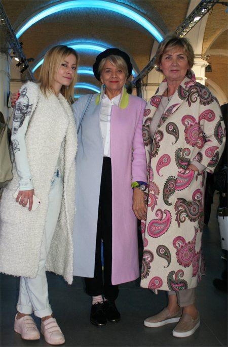 Стильно одетые женщины средних лет на Ukrainian Fashion Week