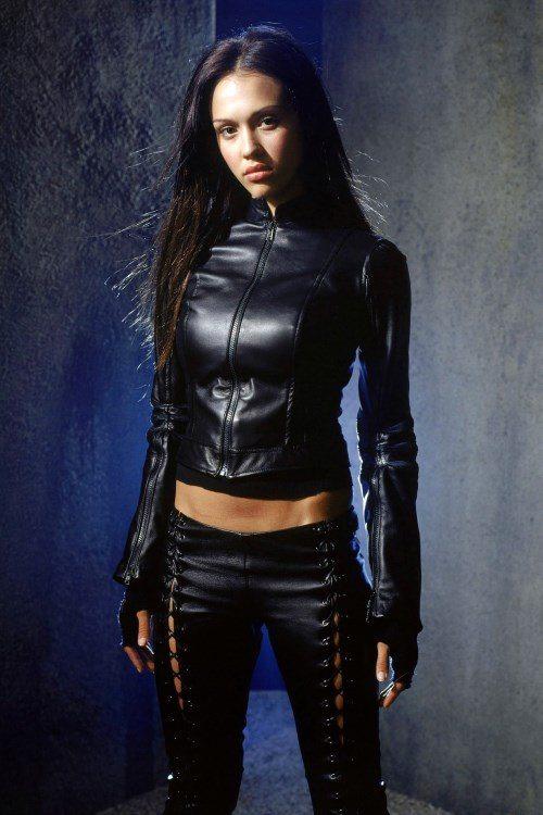 Джессика Альба в роли Макс Гевары в сериале «Темный ангел»