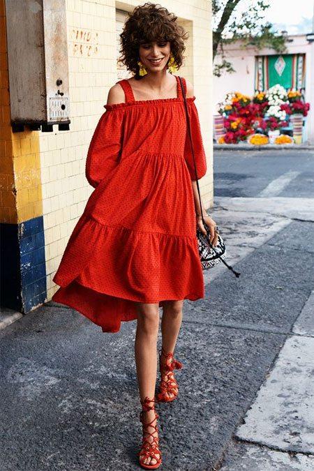 Красное платье-сарафан в романтическом стиле