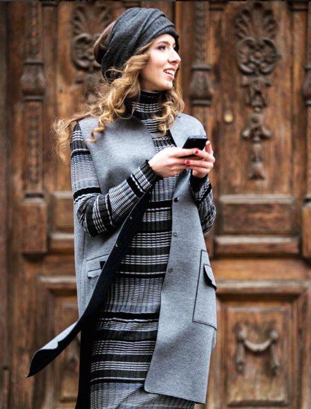 Вязаный костюм на уличной моднице от украинской марки
