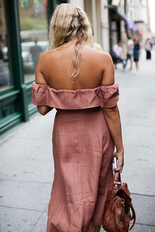 Женщина в платье