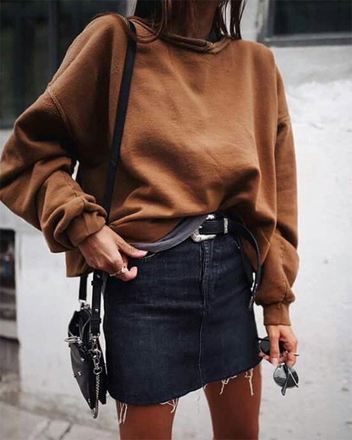 Короткая юбка из денима и свитшот