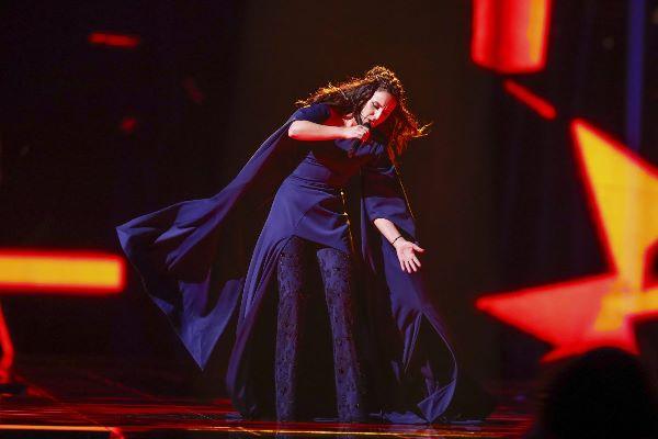 Роскошный темно-синий наряд Джамалы для финала «Евровидения-2016»