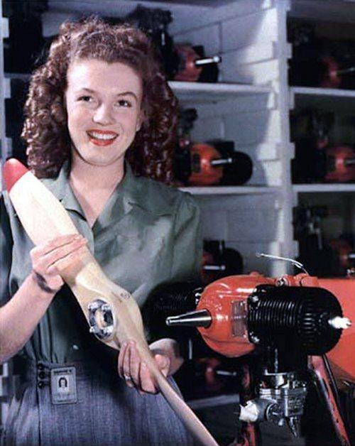Мэрилин Монро без макияжа (почти): фото с завода Radioplane Co.